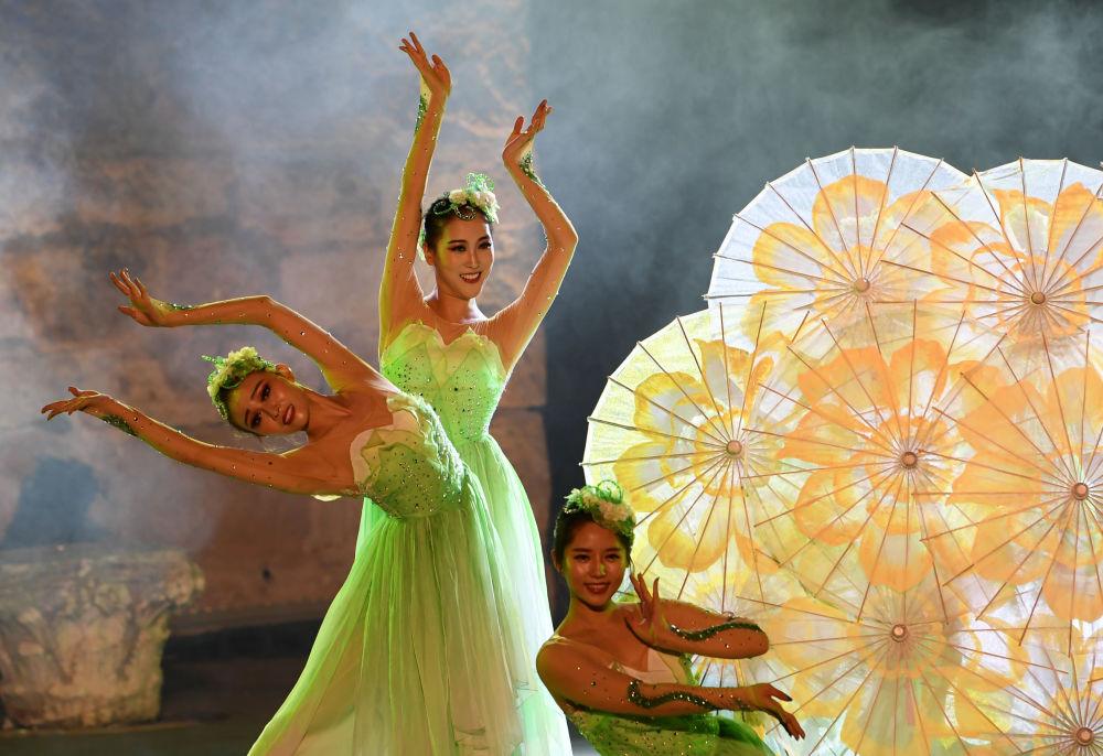 Danseuses chinoises au Festival international de Carthagène en Tunisie