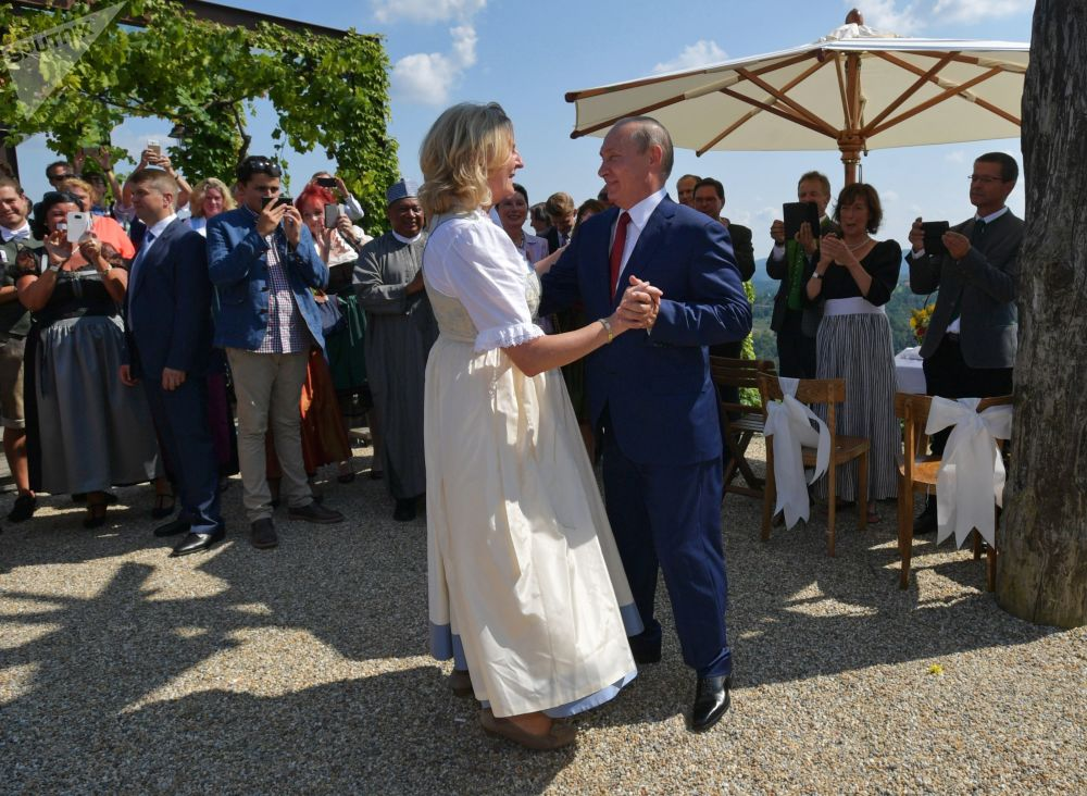 Vladimir Poutine au mariage de la ministre autrichienne Karin Kneissl