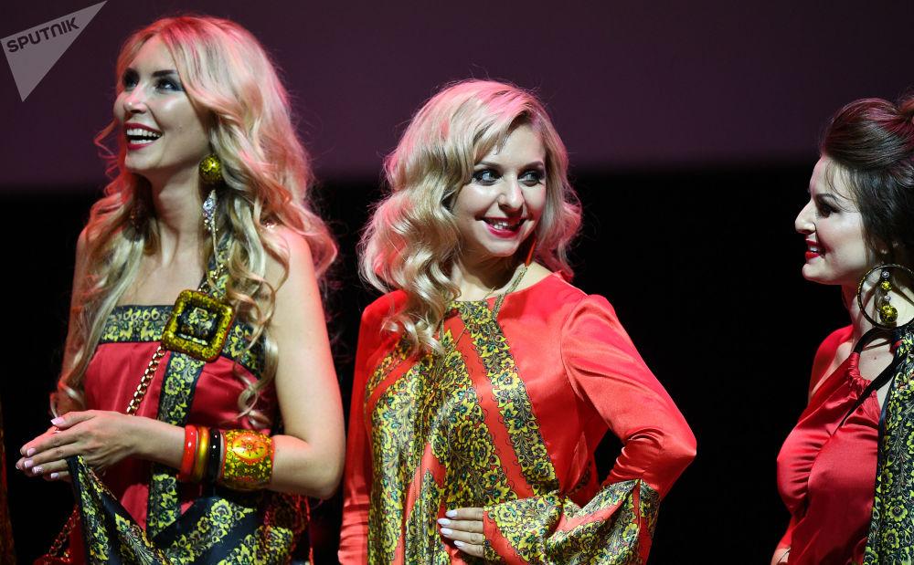 Des participantes au concours de beauté national Madame Russie 2018 dans la salle de concert Planeta KVN à Moscou.