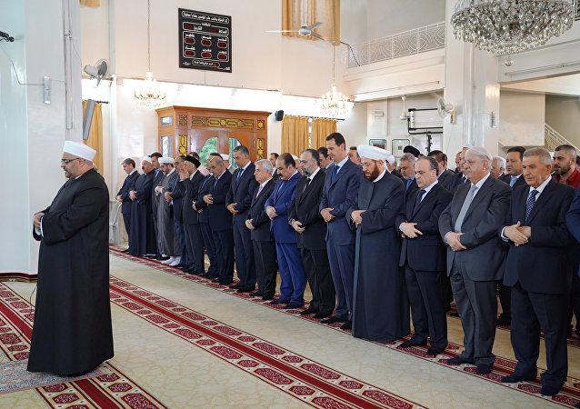Bachar el-Assad dans la mosquée al-Rawda