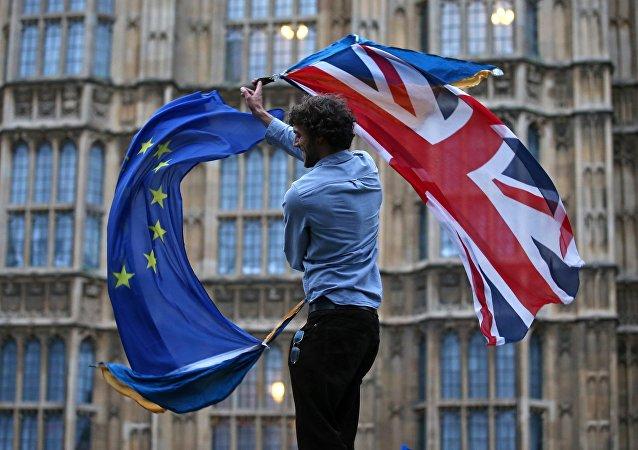 Les drapeaux du Royaume-Uni et de l'Union européenne