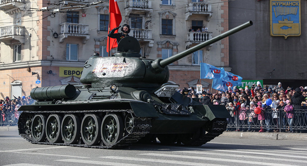 Un char T-34 participe à un défilé militaire en Russie (image d'illustration)