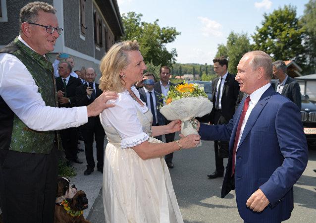 Karin Kneissl avec son époux et Vladimir Poutine