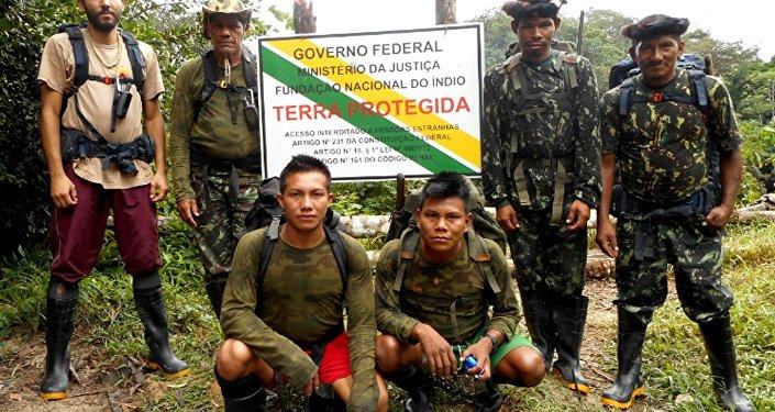 Membres d'une expédition de la FUNAI
