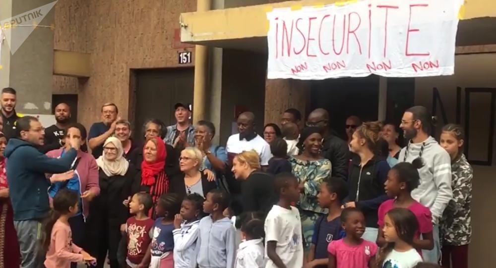 «Violences, viols, vols», des Parisiens contre l'ouverture d'un centre pour migrants