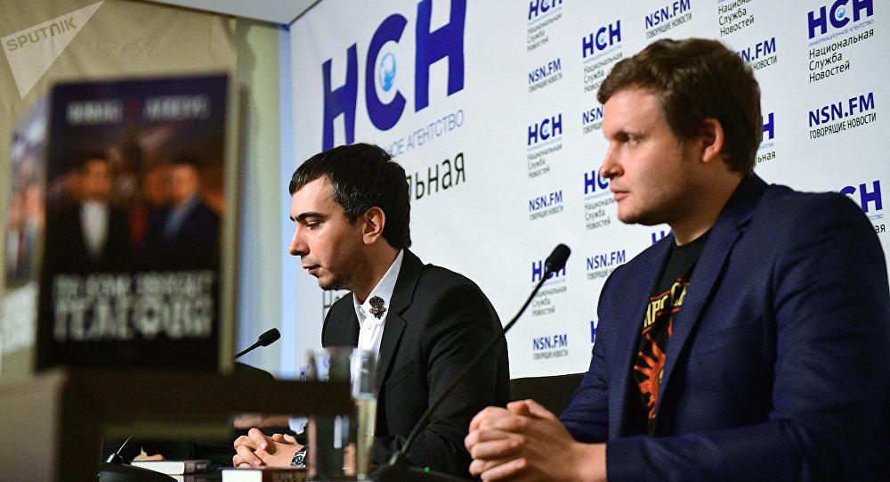 Les célèbres auteurs de canulars téléphoniques russes Vladimir Kouznetsov, alias Vovan, et Alexeï Stoliarov, alias Lexus