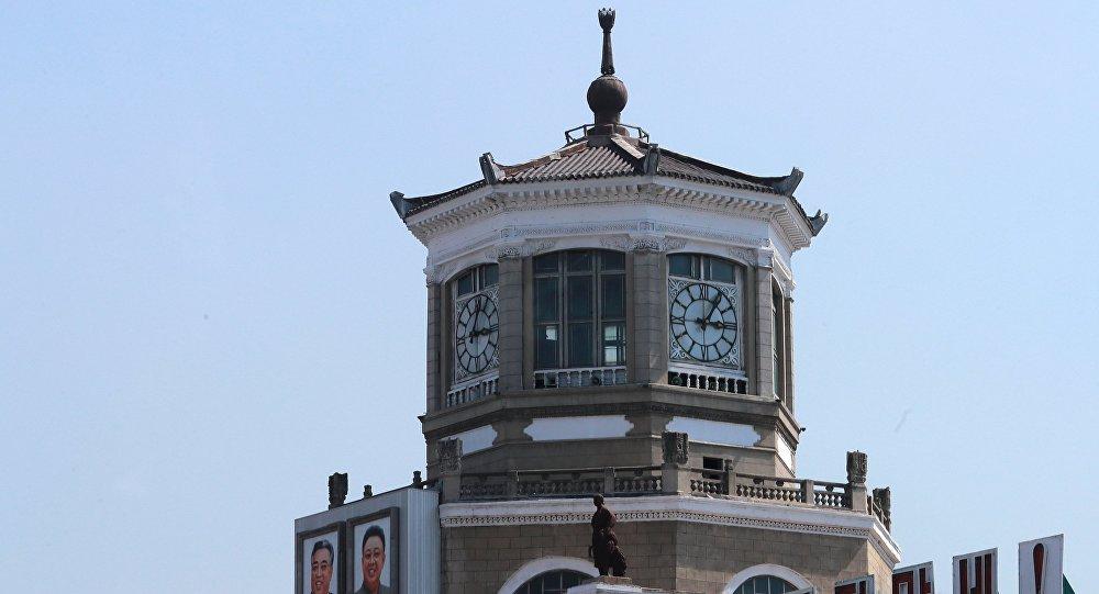 Sans missiles balistiques, mais avec Gérard Depardieu (images) — Défilé à Pyongyang