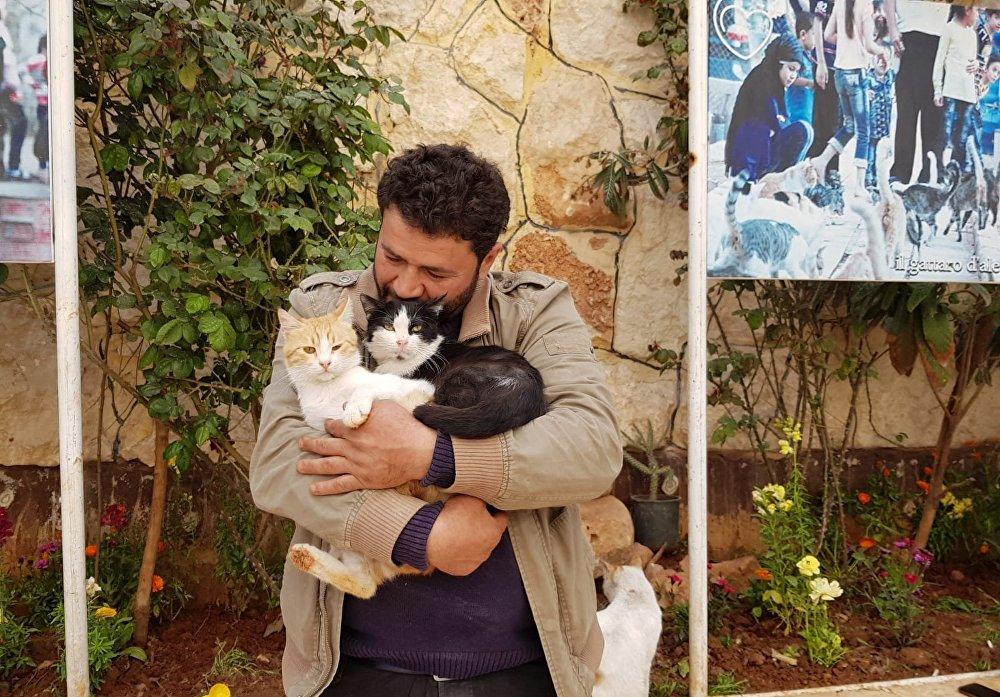 Mohammed Alaa al-Jalil et ses chats