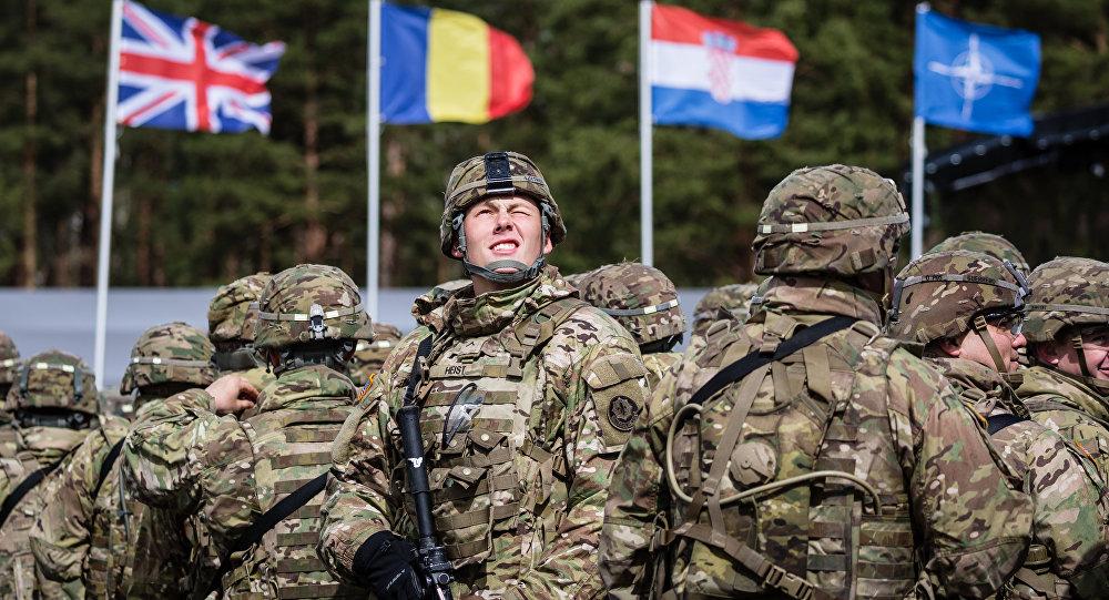 Soldats américains en Pologne dans le cadre d'une cérémonie de bienvenue aux troupes de l'Otan à Orzysz.