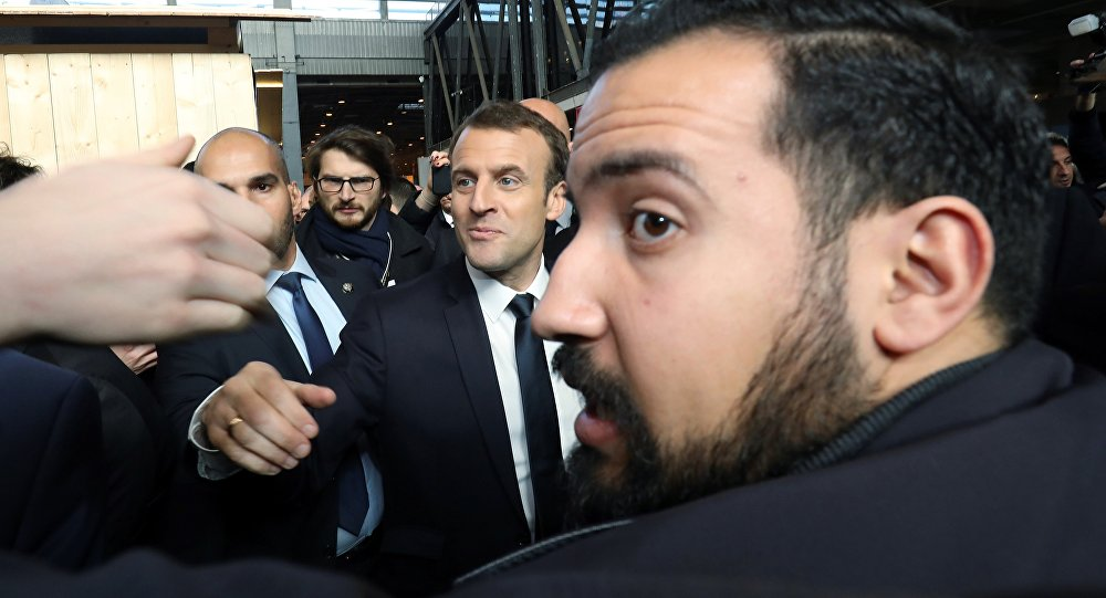 Trois proches de Macron convoqués par les juges dans l'affaire Benalla