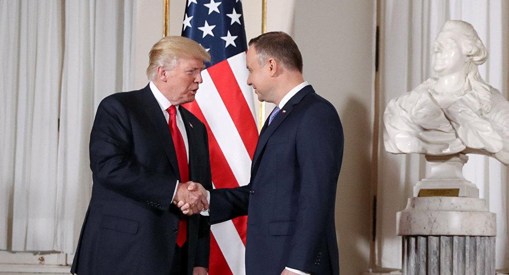 Les Présidents américain et polonais Donald Trump et Andrzej Duda