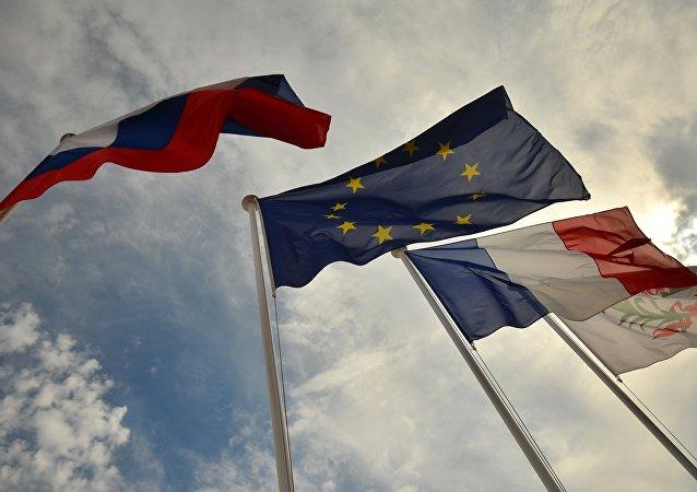 frapeaux de la Russie, de l'EU, de la France