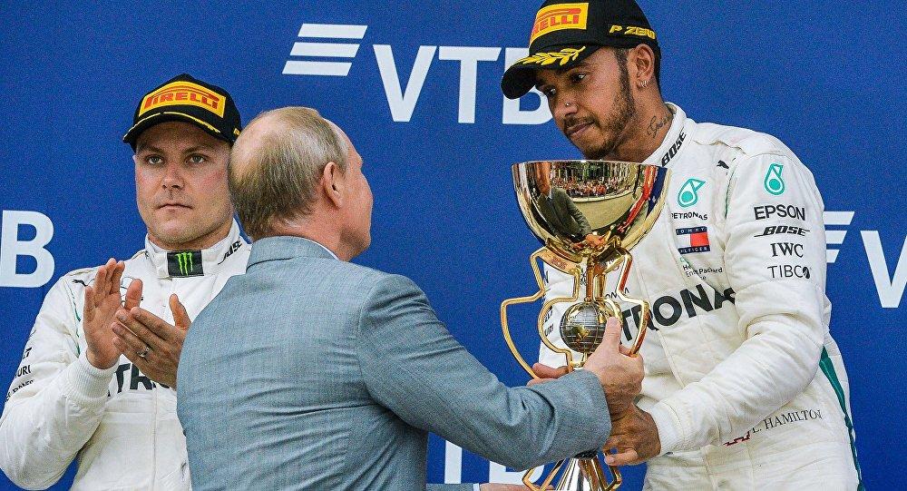 F1 : une troisième victoire consécutive pour Lewis Hamilton