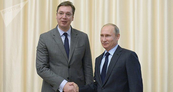 Aleksandar Vucic et Vladimir Poutine (archives)