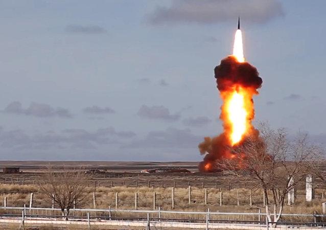Tir de missile sur le polygone de Sary-Chagan, image d'illustration