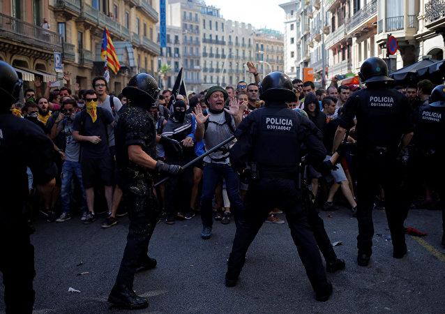 Heurts entre indépendantistes et policiers à Barcelone (1er octobre 2018)