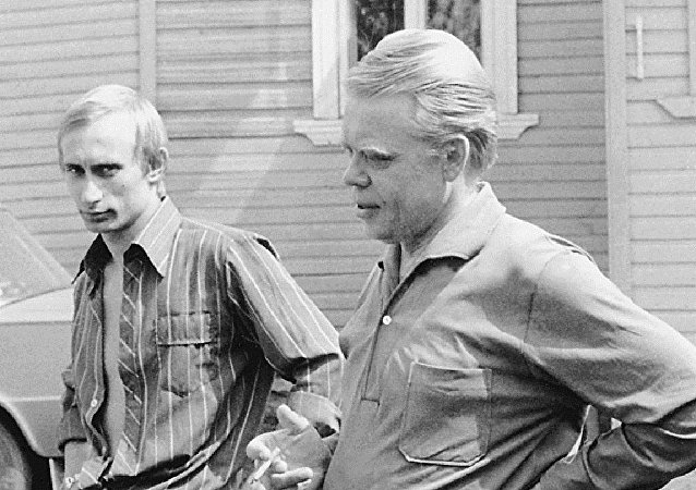 Vladimir Poutine (à gauche) dans sa jeunesse