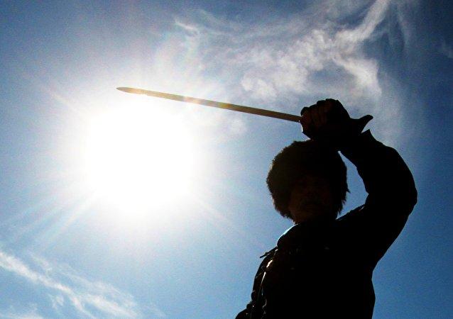 Un homme aux épées