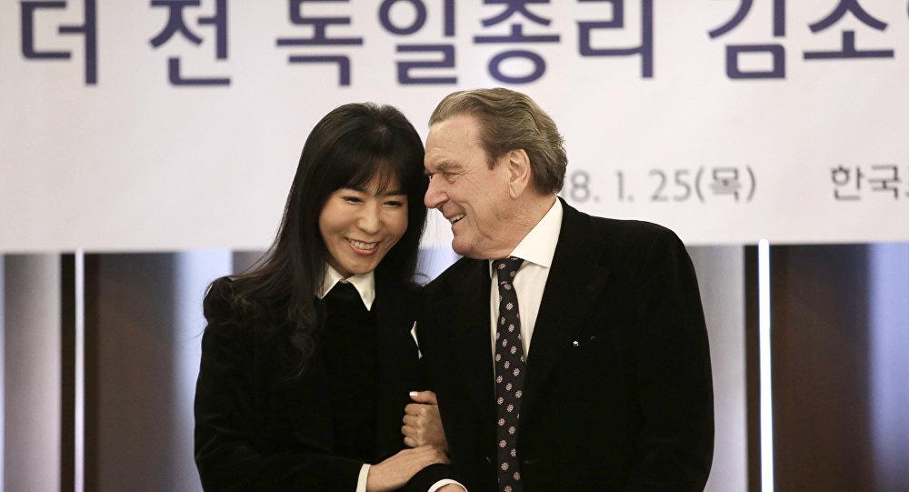 Gerhard Schröder et Kim So-yeon