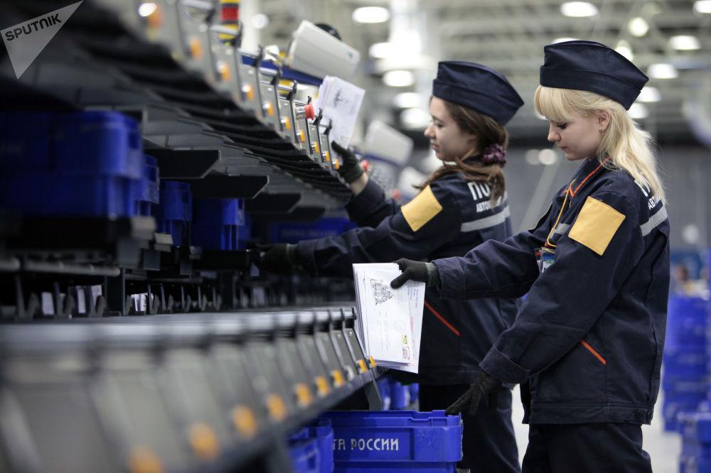 Pour la Journée mondiale de la poste, voici les plus belles femmes facteurs