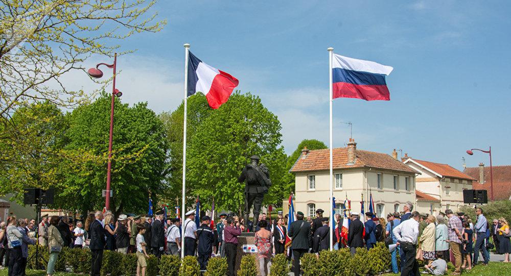Le monument d'Alexandre Taratynov à Courcy