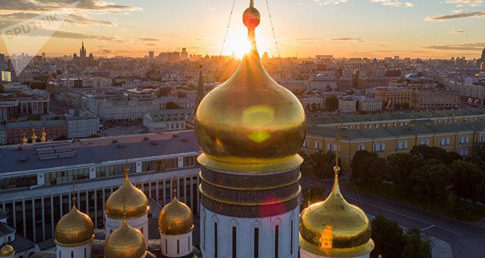 Les coupoles du Kremlin de Moscou
