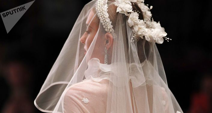 Une émouvante demande en mariage en plein vol (vidéo)