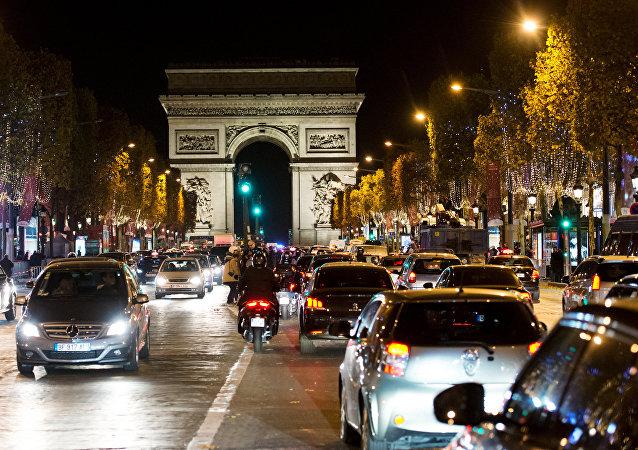 Les Champs-Elysées et l'Arc de Triomphe