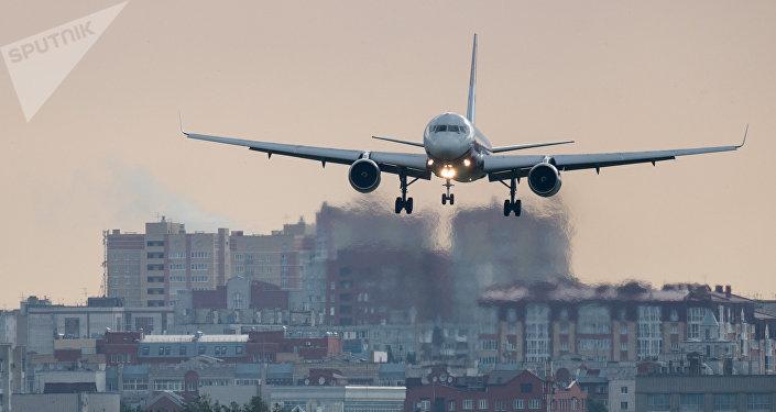 Un avion atterrit à Omsk