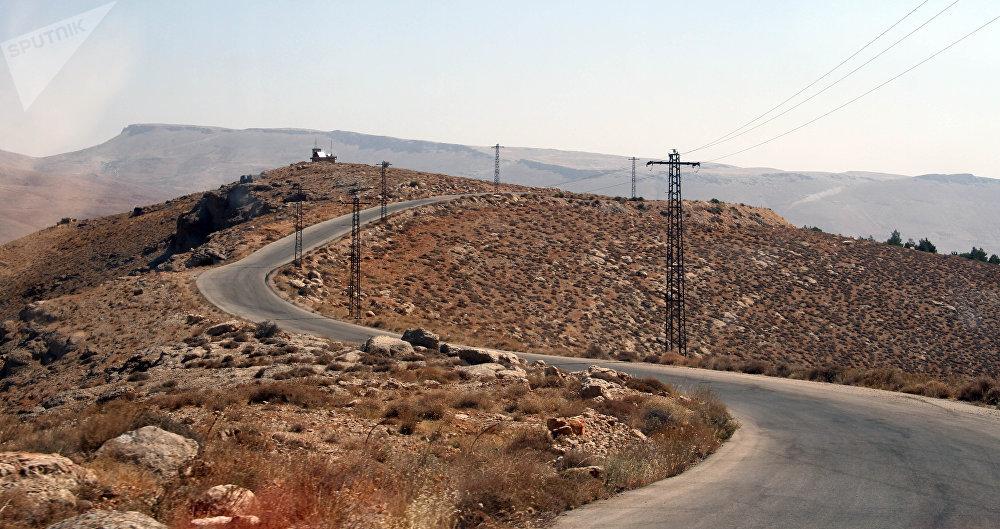 Partant de Damas, l'itinéraire passe le long de villages dans la localité de Wadi Barada