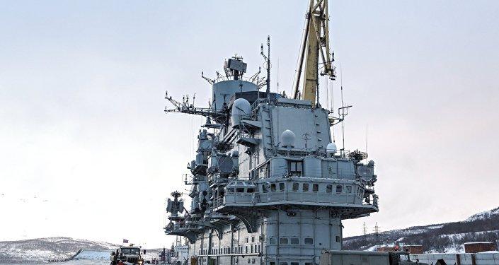 Le porte-avions russe Amiral Kouznetsov en restauration à Mourmansk