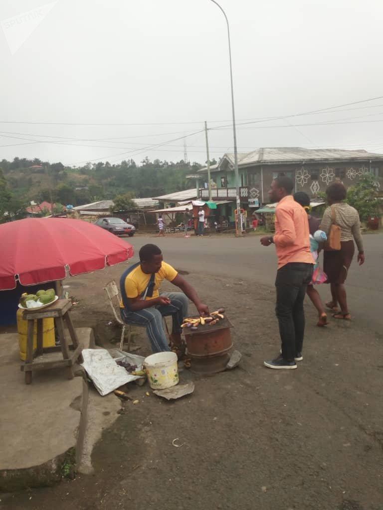 Timbo, vendeur de rue, est resté à Buea au plus fort de la crise