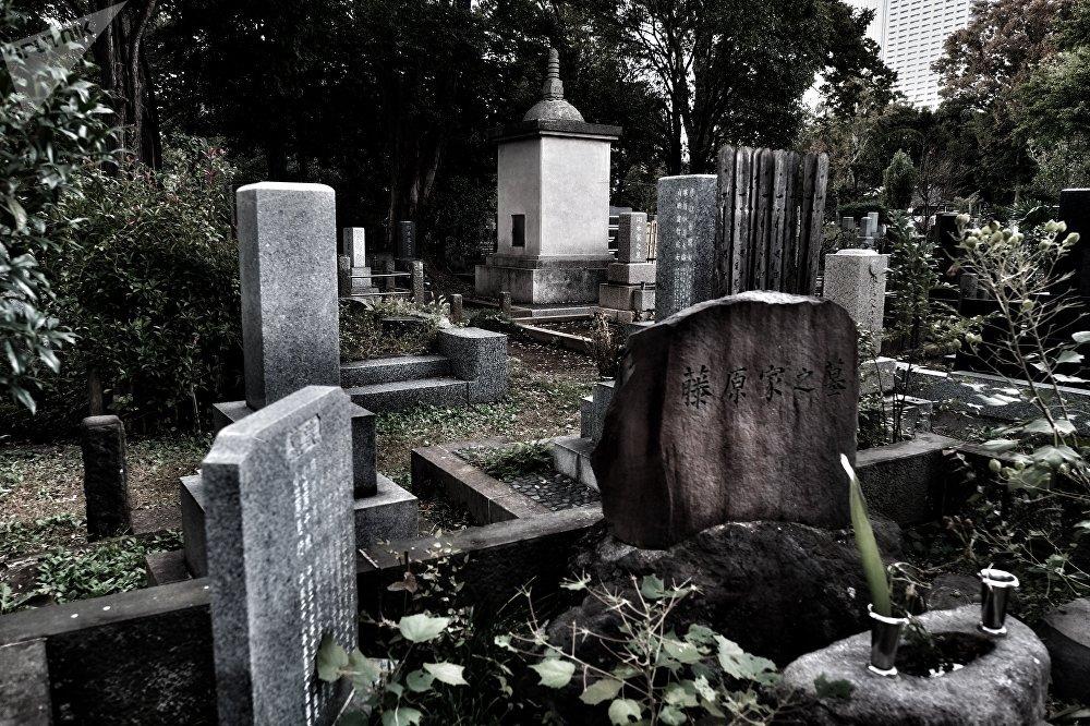 Le cimetière Zōshigaya