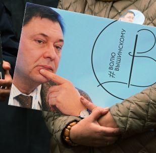 Une action en soutien au journaliste Vychinski se tient à Moscou