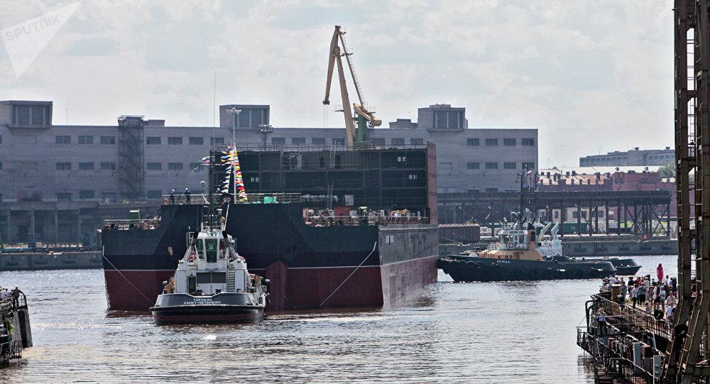 La centrale flottante russe Académicien Lomonossov