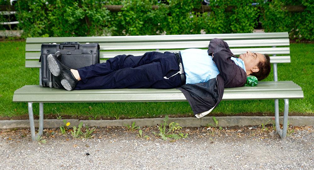 Poignardé à la gorge en pleine rue à Argenteuil, un jeune homme est entre la vie et la mort