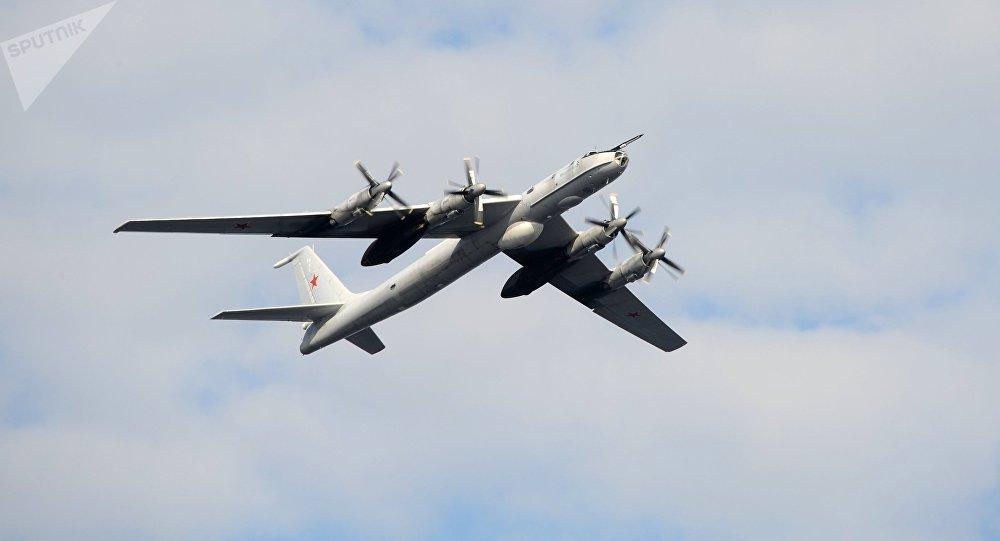 Un Tu-142
