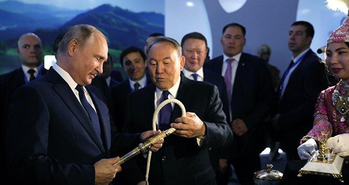 Poutne et Nazarvaïev, Présidents russe et kazakh