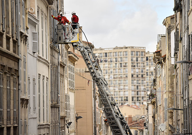 On November 10, 2018, rescue services inspect the neighbouring buildings of those that collapsed in Marseille on November 5, 2018.