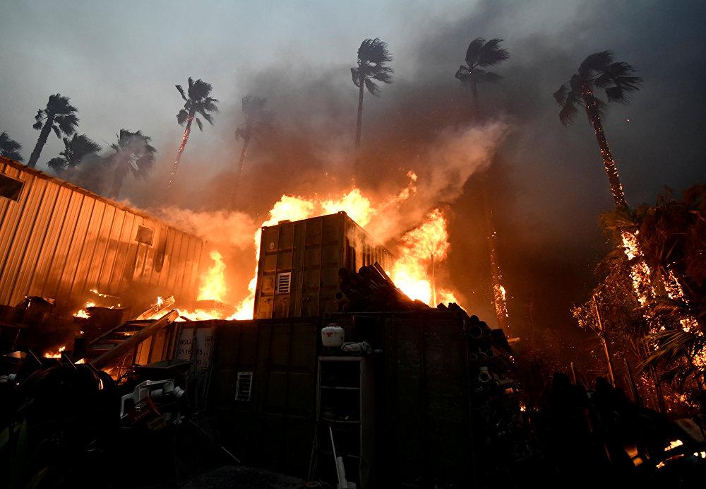 La Californie ravagée par les flammes: les feux de forêts aux États-Unis