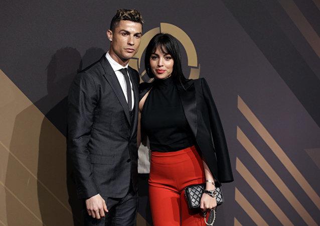 Georgina Rodriguez y Cristiano Ronaldo durante la ceremonia de premiación de la Federación portuguesa de Fútbol