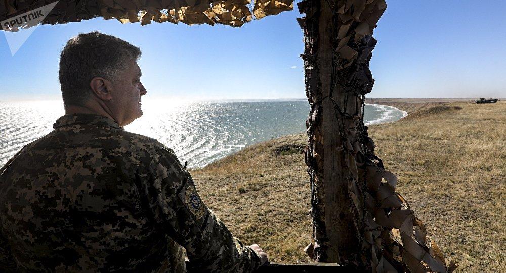 Piotr Porochenko sur la côte de la mer d'Azov