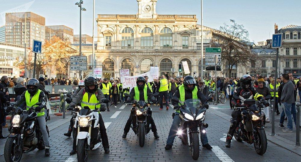 Акции протеста Желтые жилеты во Франции