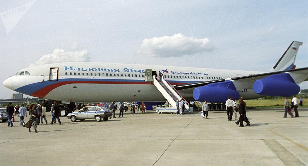 Un Il-96-400