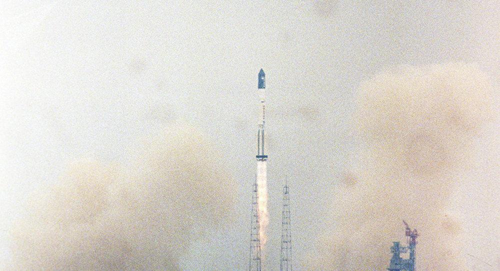 Lancement du premier module de l'ISS, Zaria, depuis le cosmodrome de Baïkonour (20 novembre 1998)