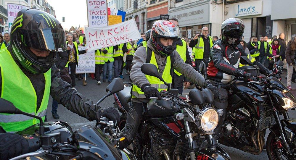 Gilets jaunes : à La Réunion, le mouvement s'accompagne de