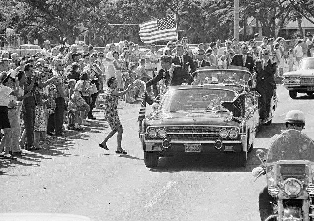 Le cortège du Président John Kennedy à Honolulu (image d'archive)