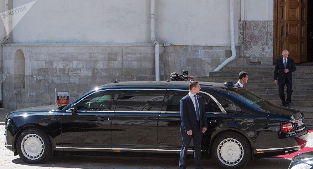 Vladimir Poutine et sa limousine Aurus Senat