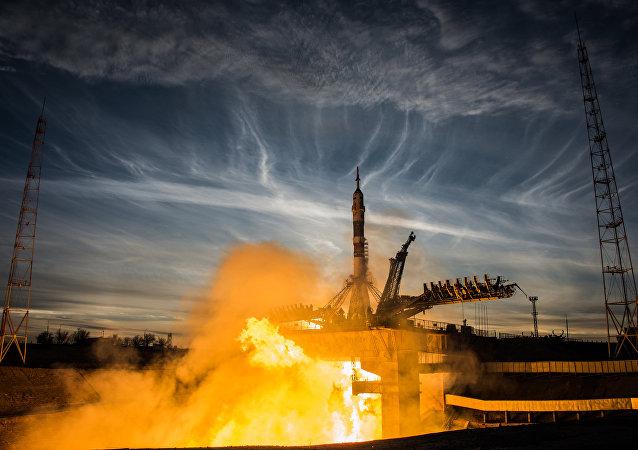 Tir du lanceur Soyouz-FG transportant le Soyouz MS-11