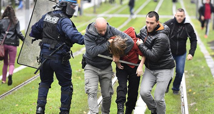 Des affrontements  entre lycéens et forces de l'ordre à Bordeaux le 3 décembre 2019